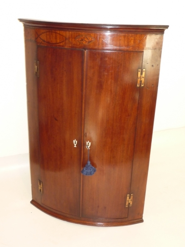 Antique Georgian mahogany corner cupboard