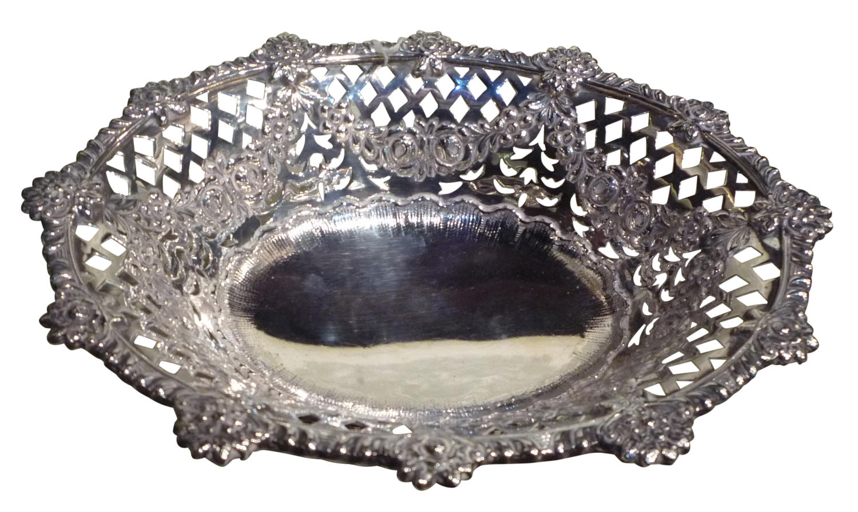 A fine quality silver basket London 1895