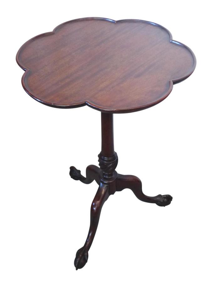 A Georgian style mahogany tripod table c1925