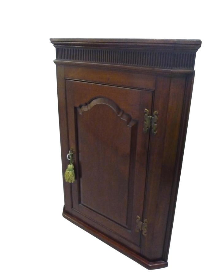 Georgian mahogany hanging corner cupboard c 1775